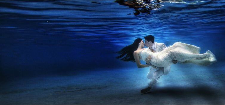 underwater-wedding-photography